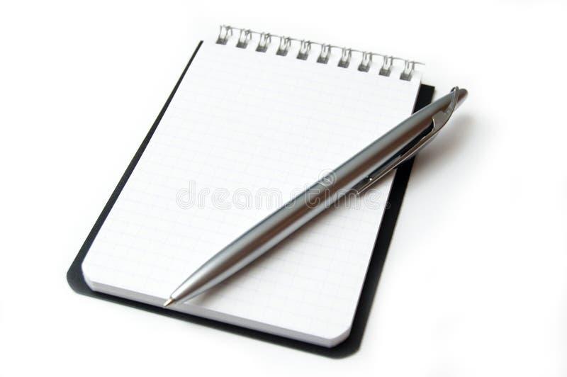 Folha limpa do caderno isolada no branco. foto de stock