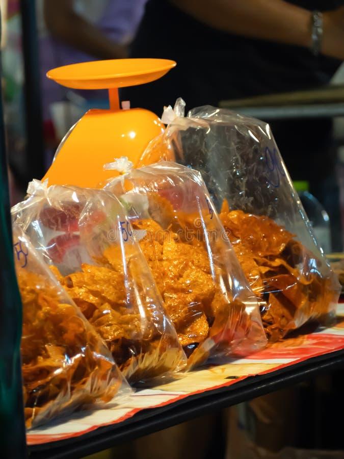 Folhas cortadas da carne de porco secada e friável em uns sacos de plástico imagens de stock