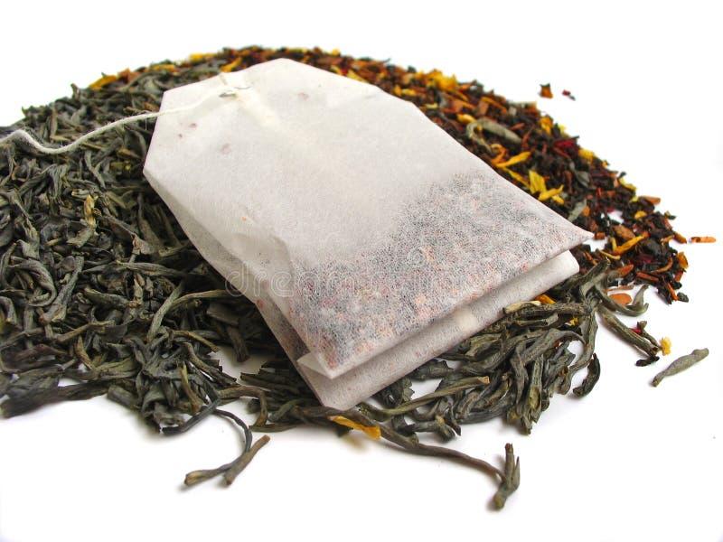 Folhas de chá com teabag fotos de stock royalty free