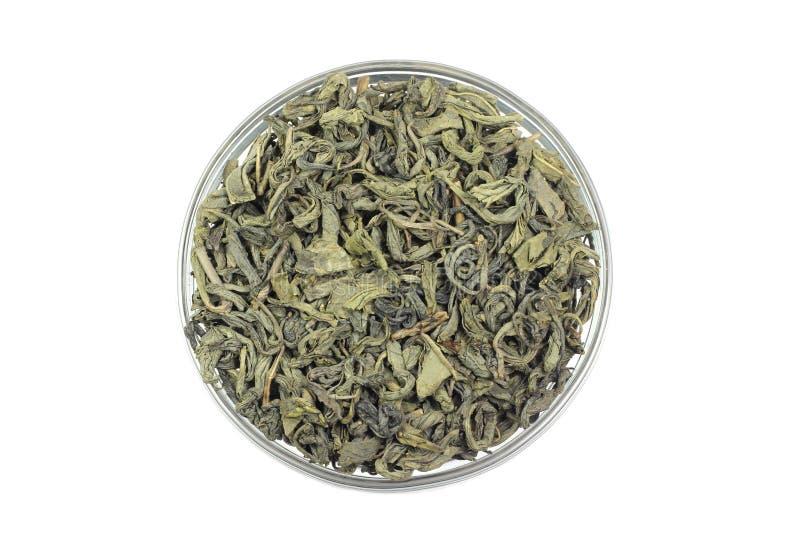 Folhas de chá verdes com um copo fotos de stock royalty free