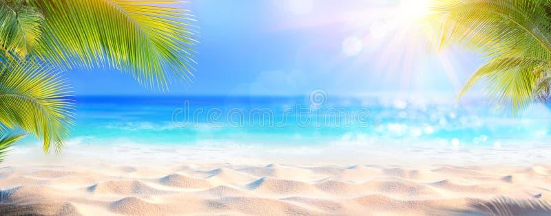 Folhas de Sunny Tropical Beach With Palm fotos de stock