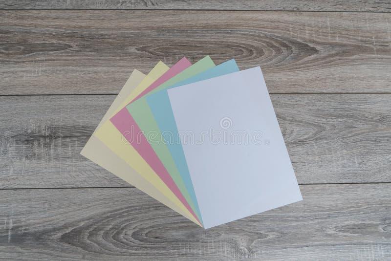 Folhas do papel colorido fotografia de stock royalty free