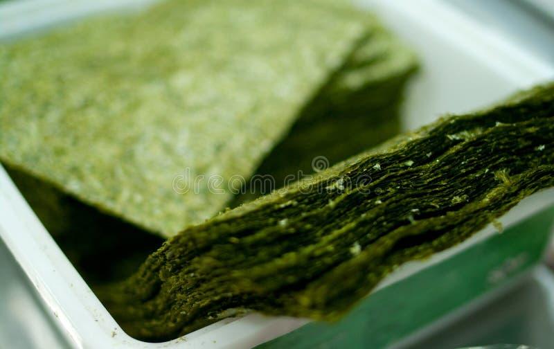 Folhas verdes do nori do sushi imagens de stock
