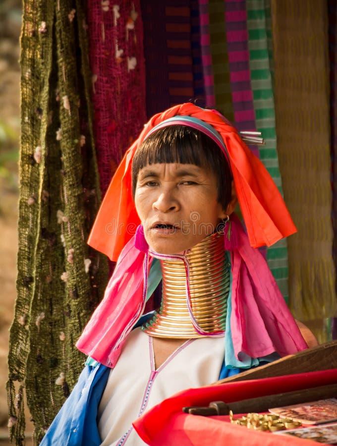Folk för Karen kullestam i Thailand royaltyfri foto