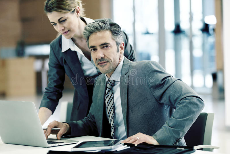 folk för kontor för affärsmöte royaltyfri bild