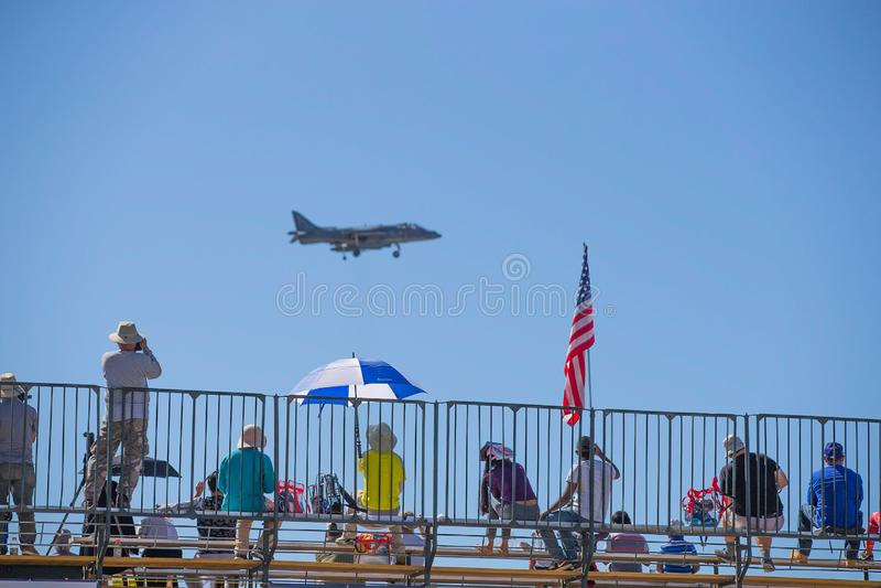Folk för USA Marine Corps med jaktflygplanet royaltyfri bild