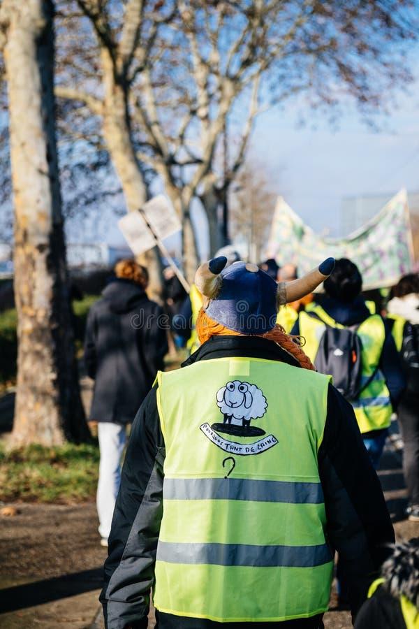 Folk Gilets Jaunes eller gul västprotest i Strasbourg Frankrike arkivfoton