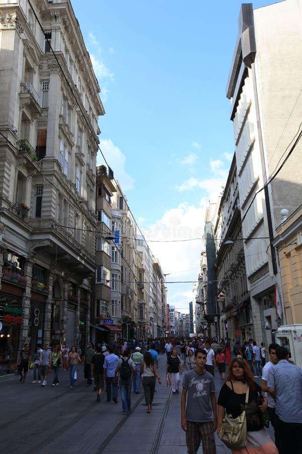 Folk i Beyoglu royaltyfria foton