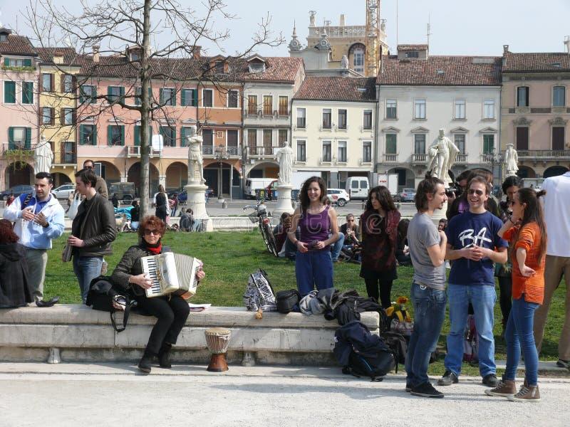 Folk i den Prato dellaen Valle, Padova (Padua), Italien arkivfoto
