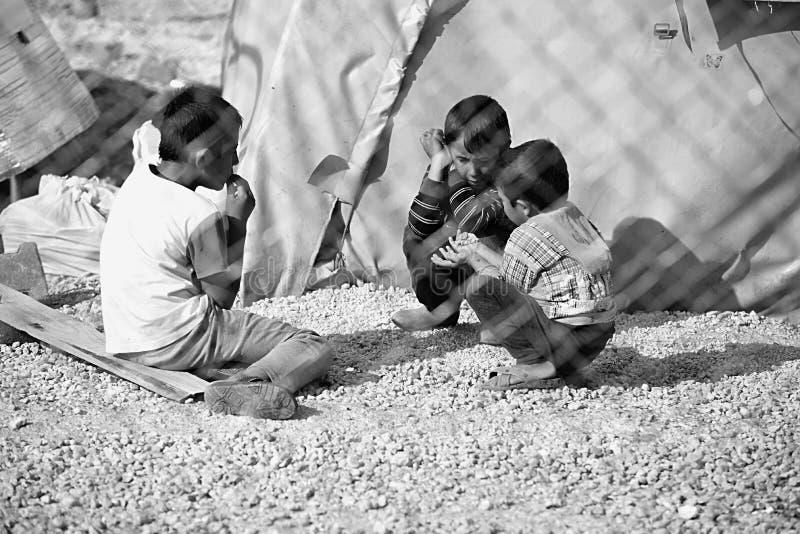 Folk i flyktingläger royaltyfria bilder