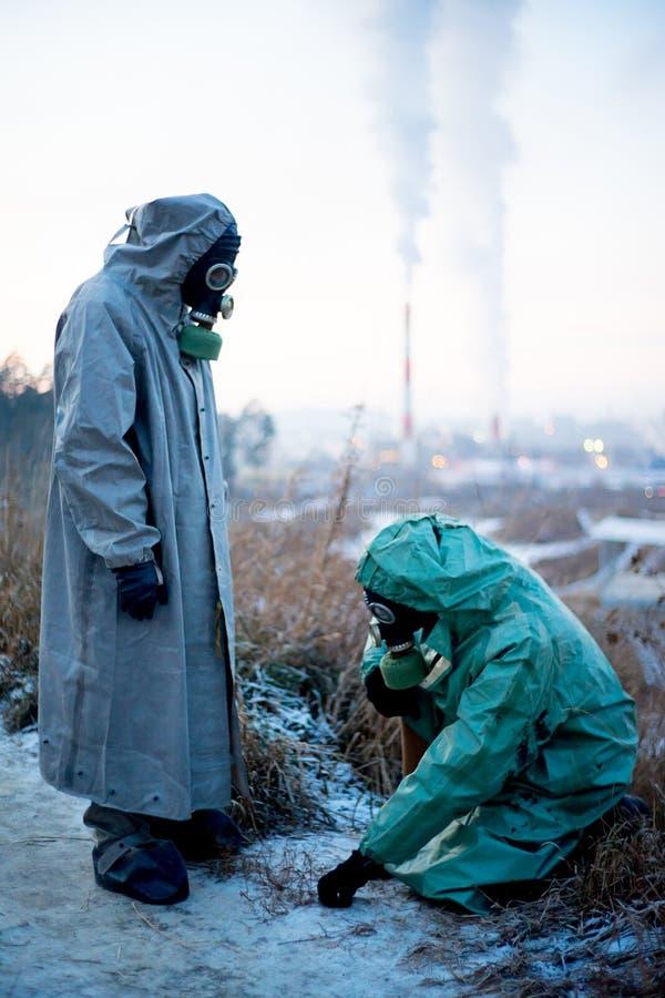 Download Folk i gasmaskar arkivfoto. Bild av radioaktivt, cancer - 106838248