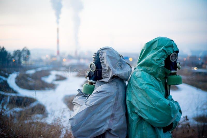 Download Folk i gasmaskar fotografering för bildbyråer. Bild av ekologi - 106838607