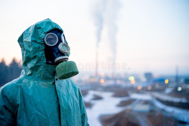 Download Folk i gasmaskar arkivfoto. Bild av skyddande, fara - 106838768