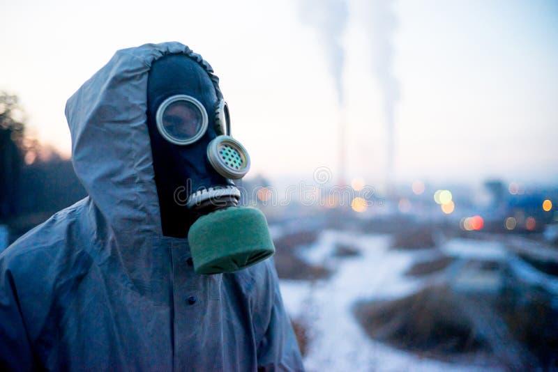 Download Folk i gasmaskar fotografering för bildbyråer. Bild av person - 106838839