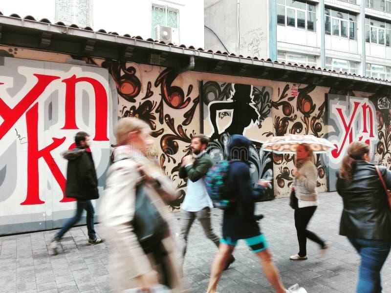 Folk i gatorna arkivbilder