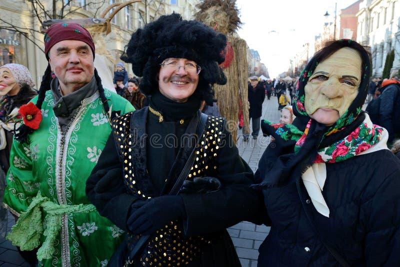 Folk i traditionella maskeringar fotografering för bildbyråer
