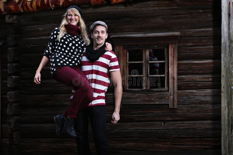 Folk: Lyckliga par fotografering för bildbyråer