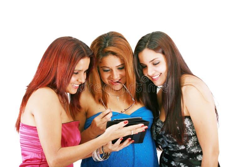 Folk med den digitala minnestavlan