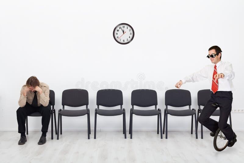 Folk med olika kvalifikationer på jobbintervjun arkivbild