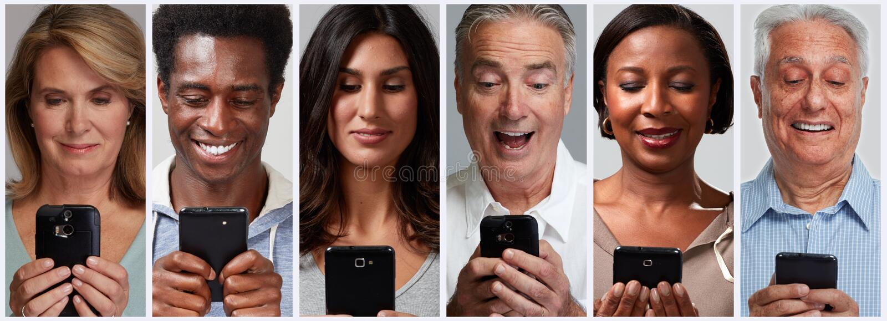 Folk med smartphones och mobila mobiltelefoner fotografering för bildbyråer
