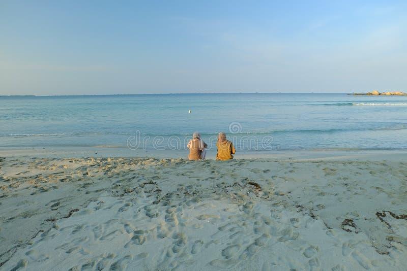 Folk och strand royaltyfri foto