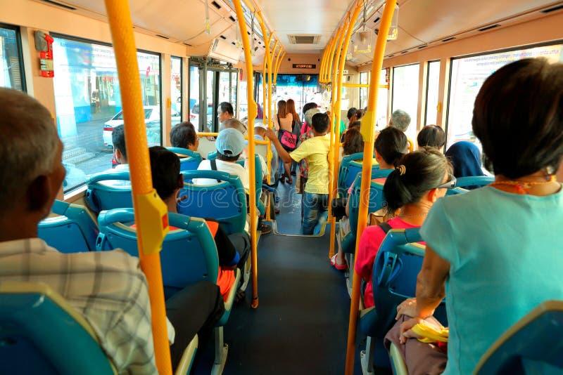 Folk på bussen royaltyfri bild