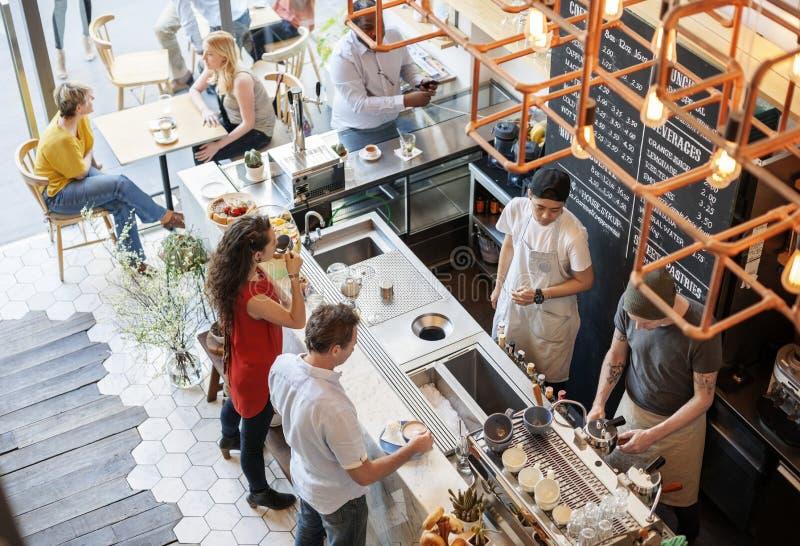 Folk på coffee shop arkivfoto