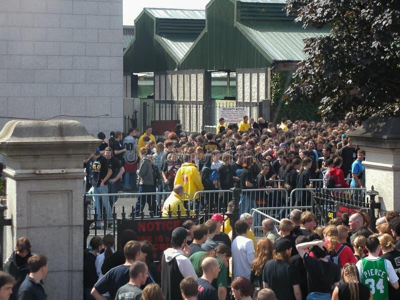 Folk på den Metallica konserten i Dublin royaltyfria bilder