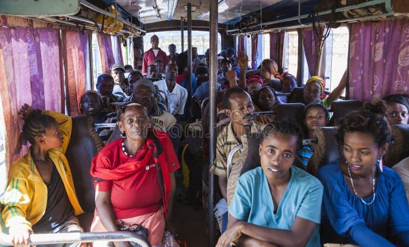 Folk på den väntande på avvikelsen för buss Sodo Wola royaltyfria foton