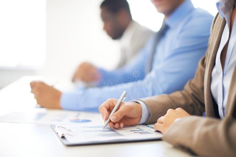 Folk på föreläsningen arkivfoto
