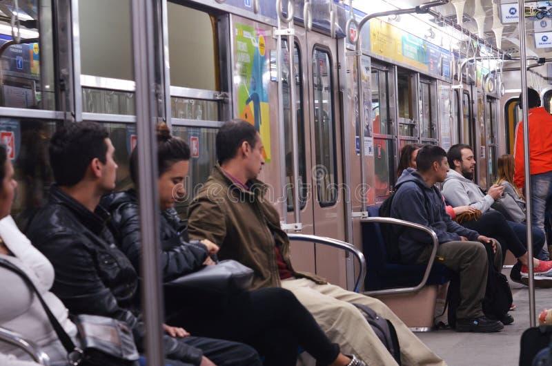 Folk på gångtunnelen, Argentina, Buenos Aires royaltyfri fotografi