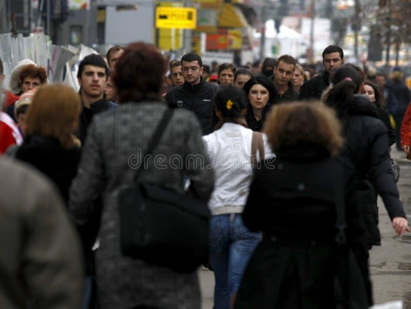 Download Folk på gatan redaktionell arkivfoto. Bild av livstid - 27276068