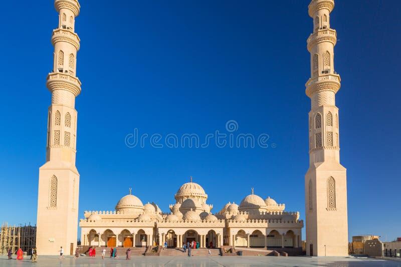 Folk på moskén i Hurghada, Egypten arkivfoto