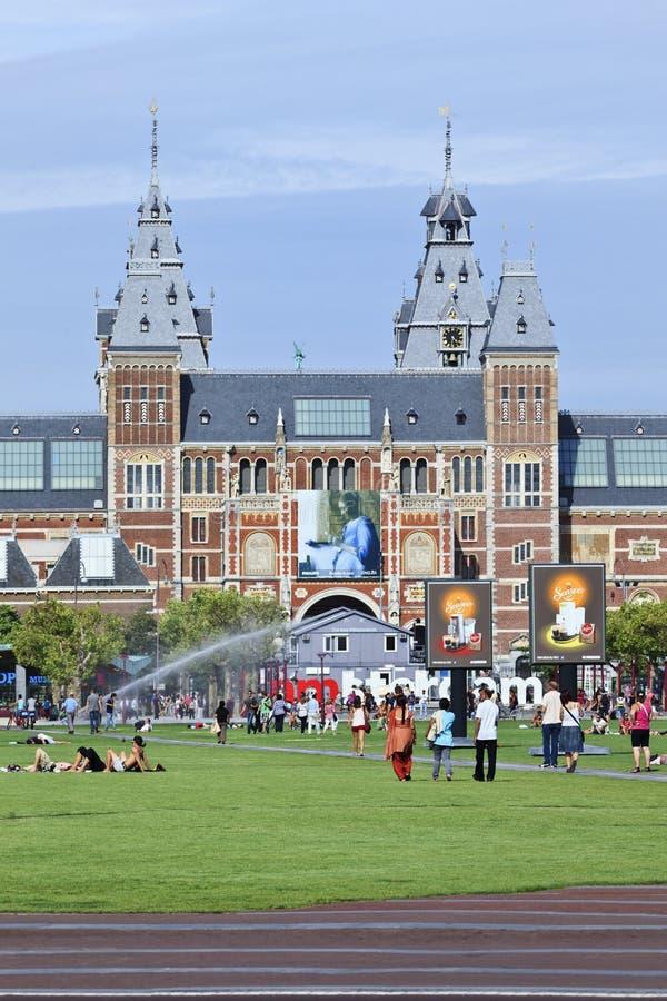 Folk på museumfyrkanten, Amsterdam arkivbilder