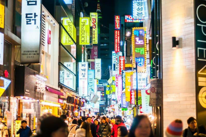 Folk på Myeong-Dong korea arkivbild