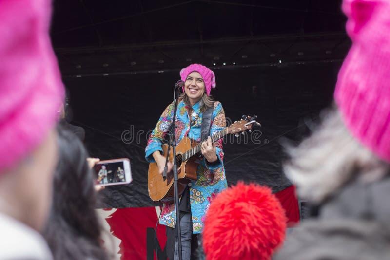 Folk sångare på women' s-marsch arkivbilder