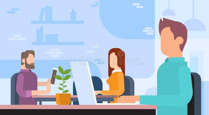 Folk som arbetar utrymme för kontor för Coworking mitt öppet stock illustrationer