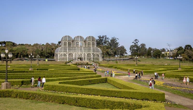 Folk som besöker växthuset av den Curitiba botaniska trädgården - Curitiba, Parana, Brasilien royaltyfri bild
