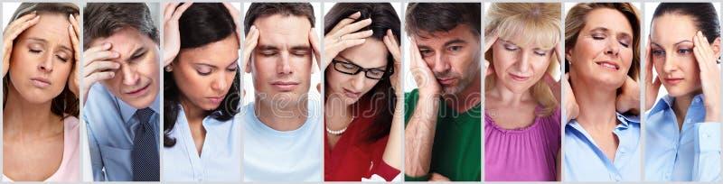 Folk som har huvudvärk arkivfoton