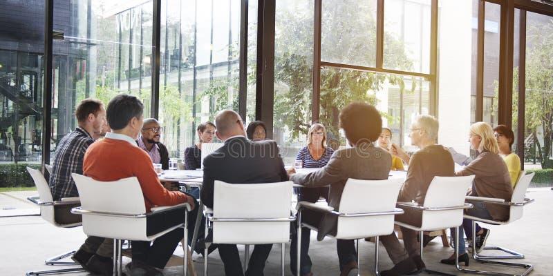 Folk som möter företags teamworkbegrepp för kommunikation royaltyfria foton