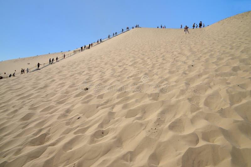 Folk som rider på den Pilat dyn arkivfoto