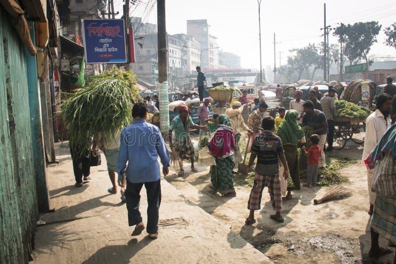 Folk som säljer örter i Chittagong, Bangladesh arkivfoto
