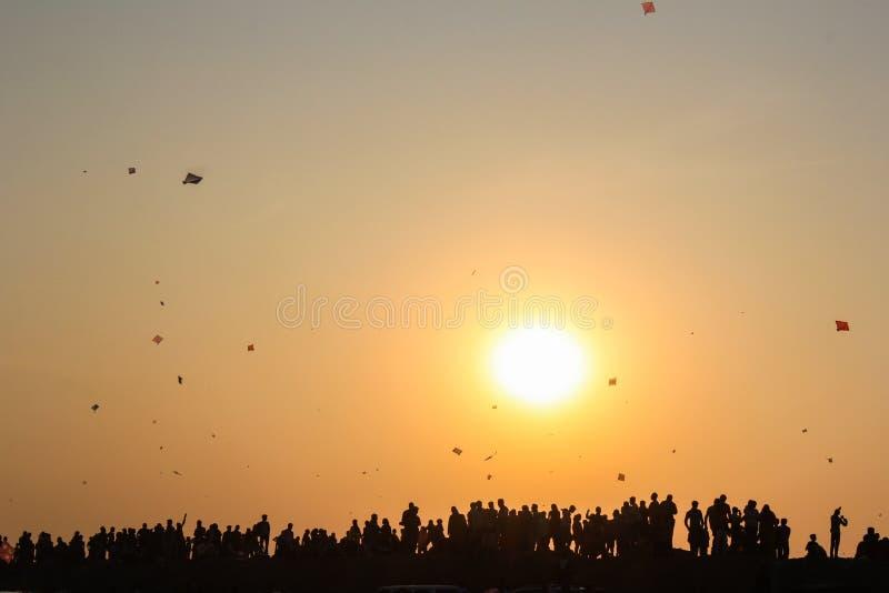 Folk under drakefestival arkivfoto