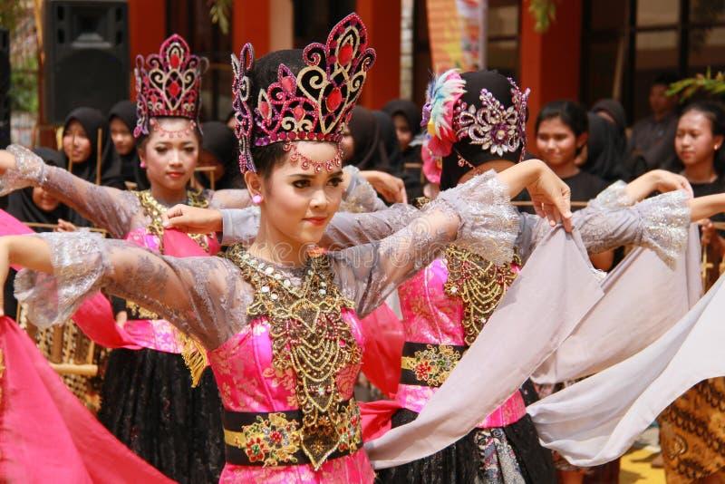 Folkdans händelse, festival, tradition royaltyfri bild