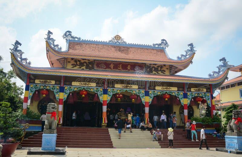 Folket besöker templet på kineskvarteret i Georgetown, Malaysia arkivfoto
