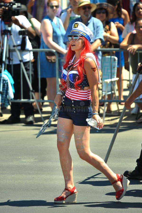 Folket deltar i den 36th årliga sjöjungfrun ståtar i Coney Island royaltyfri fotografi