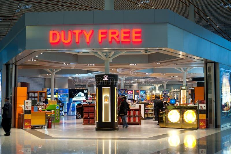 Folket på tullfritt shoppar på Pekingflygplatsen royaltyfri fotografi