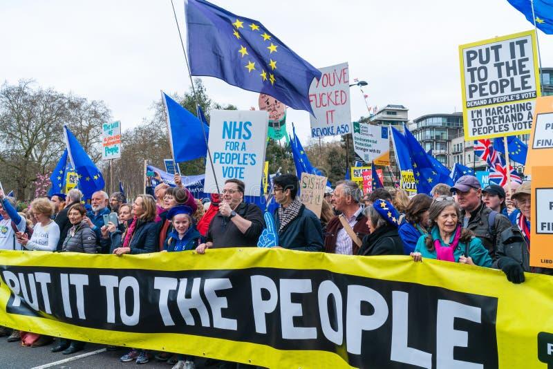 Folket röstar mars i centrala London, UK arkivbilder