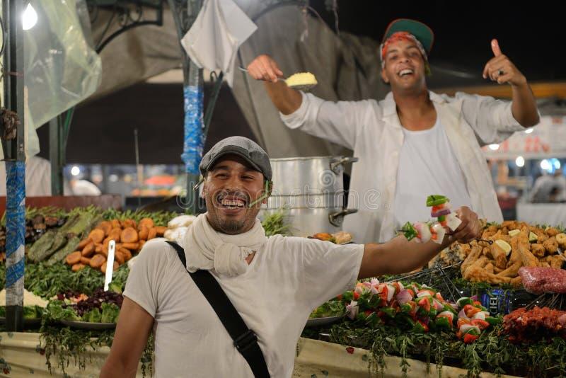 Folket säljer mat fotografering för bildbyråer