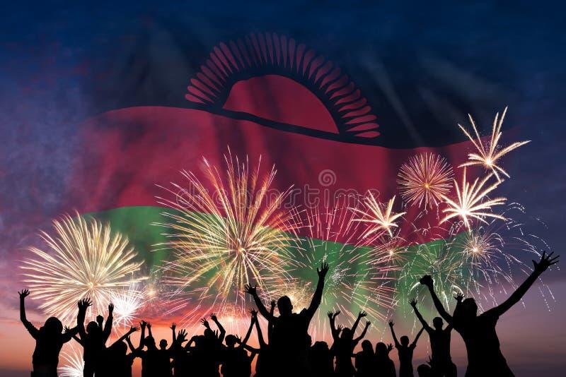 Folket ser på fyrverkerier och flagga av Malawi vektor illustrationer
